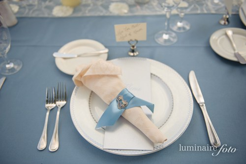 garden wedding country blue place setting silver key theme napkin fold